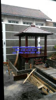 Jual Gazebo Kayu Kelapa 2 x 2 meter atap sirap Pemasangan di atas kolam pesanan pak Ramdani Bandung JG-14